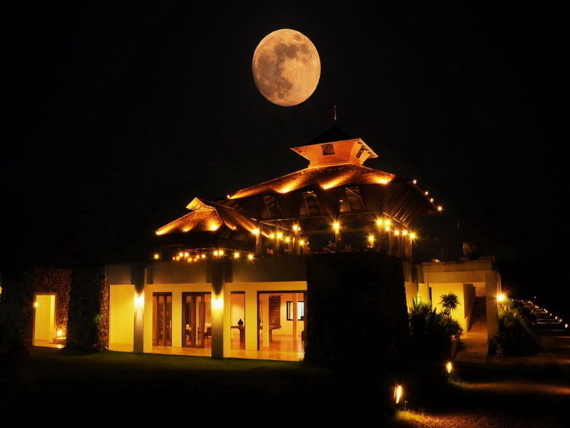Full moon at Manee Dheva